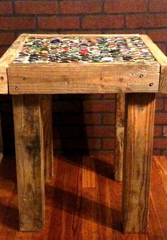 Do It Yourself Home Design: Repurposed Pallet Wood Craft Beer Cap End Table By