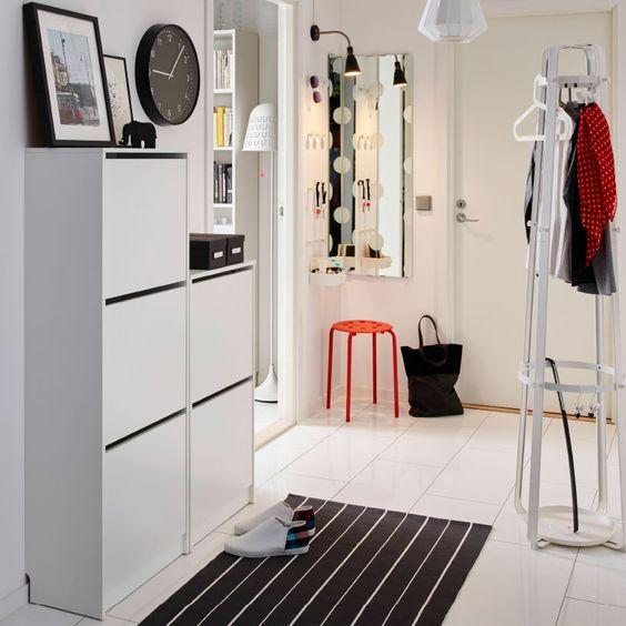 Ikea Schreibtisch Weiß Hemnes ~ Flur mit BISSA Schuhschrank mit 3 Fächern und BISSA Schuhschrank