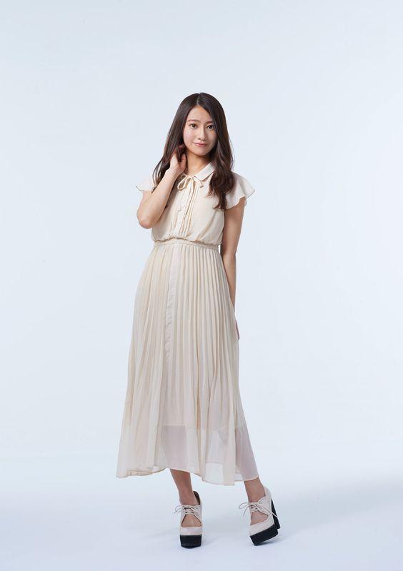スラリと立つ桜井玲香のかわいい画像