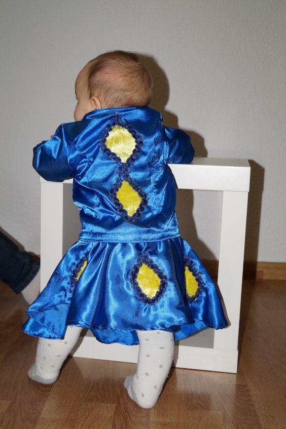 Das Kostüm für die Mucksmaus ist heute fertig geworden: Ein Funkenmariechen :) Ich habe über 20 Jahre als Funkenmariechen im Carnelvalsverein getanzt. Während der Schwangerschaft war meine Antwort ...