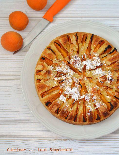 La saison de mes fruits préférés a démarrée ... je vous propose aujourd'hui, une délicieuse tarte amandine aux fruits de saison ... aux abricots. Ingrédients ( pour 6 personnes ) 1 pâte sablée ( retrouvez la recette ICI ) 6-7 Abricots 60g de beurre ramolli...