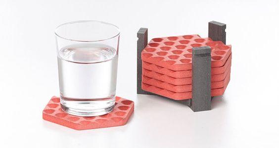 Posavasos geométricos con grabado en 3D rojo by Mediodesign