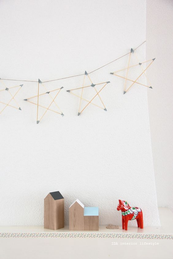IDEA DE WASHI TAPE: GUIRNALDA DE ESTRELLAS | Decorar tu casa es facilisimo.com