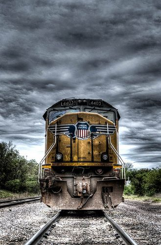 Thought this was a bad pic !!! Union Pacific 4403