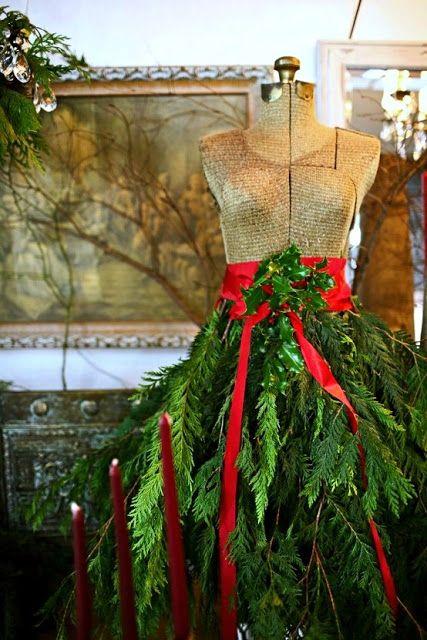 Mannequin de couture habill d 39 une jupe faite de branchage for Mannequin de couture deco