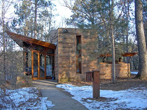 Seth Peterson Cottage. 1958. On Mirror Lake in Lake Delton,Wisconsin. Frank Lloyd Wright Usonian.
