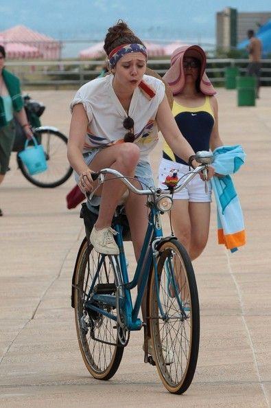 "elizabeth olsen very good girls movie photos | ... Elizabeth Olsen, Boyd Holbrook in Movie set ""Very Good Girls"" Brooklyn"