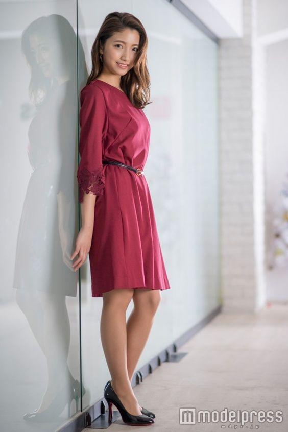 セクシーなドレスの三田友梨佳