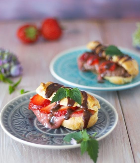 Rezept für sommerliche Erdbeer Eclairs von der Erdbeerqueen