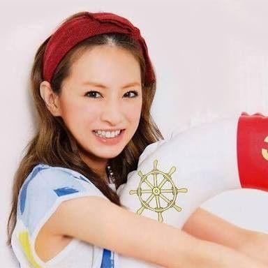 赤いヘアーバンドの北川景子