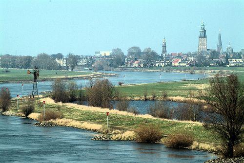 Zicht op Zutphen vanaf de brug van Cortenoever