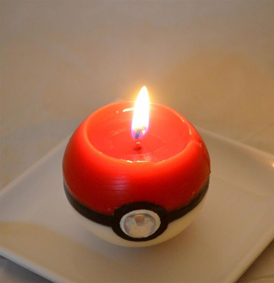 Pokeball Candle, I wouldn't want to burn this, it's too awesome!
