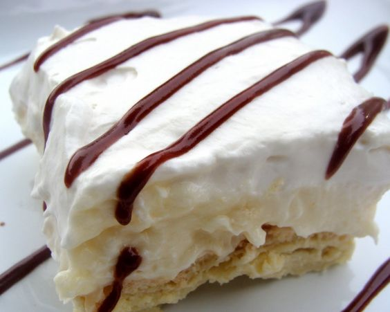 Cream puff cake- THIS IS ONE OF MY FAVORITE DESERTS OF ALL TIME. I could eat a whole cake to myself.     Rating: 10/10.: