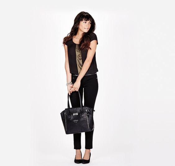 A pair of dark leggings with pumps in the  same colour will elongate legs. / Une paire de legging noir marié à des escarpins à talons hauts de la même couleur allonge la silhouette.