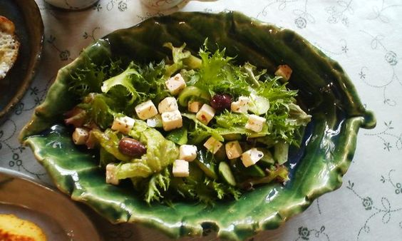 green salad w/cheese and black olive...<3