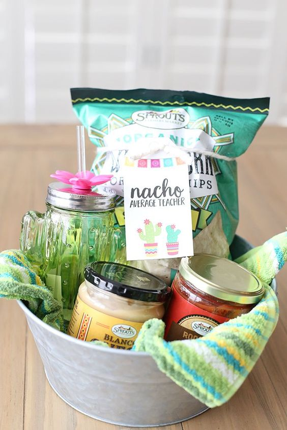 Cute Teacher Basket - Nacho Average Teacher - DIY Nacho Basket with chips, salsa, avocados, etc. as a fun thank you gift for teachers!   Teacher Holiday Gift - Teacher Gift Christmas - Thank You Teacher Gift