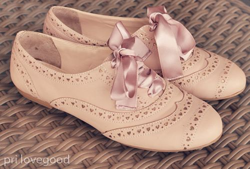 Oxford shoes with ribbon...cute!