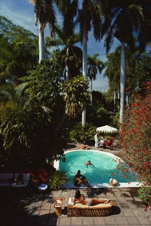 'Mazatlan Mansion' (Slim Aarons Estate Stamped Edition)