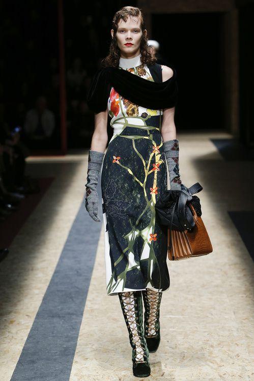 La robe japonisante du défilé Prada automne-hiver 2016-2017