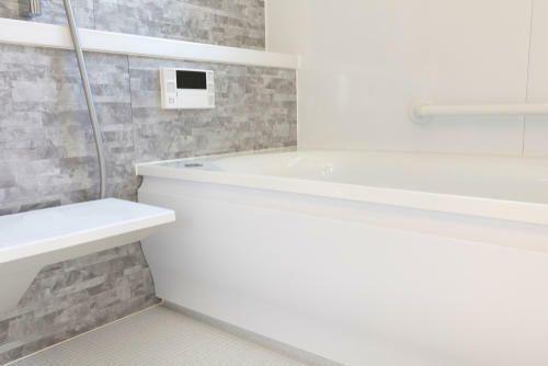 お風呂のエプロンをキレイに掃除 準備する道具や正しい方法を紹介 2020 風呂 お風呂 黒カビ