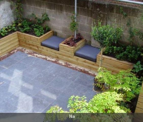 Zitplek kleine tuin idee langs muur buren of te for Ideeen voor tuin