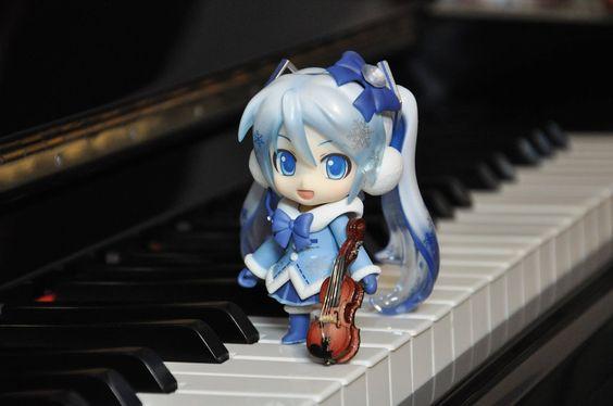 Snow Miku & violin by BLU3B1RD