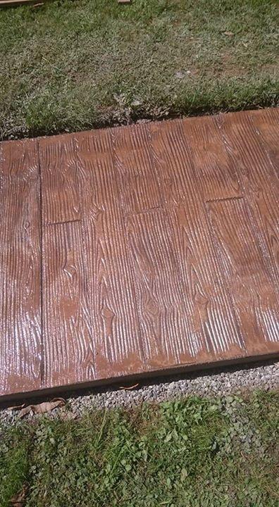 Pavimento de hormig n estampado imitaci n a madera con - Pavimento imitacion madera ...