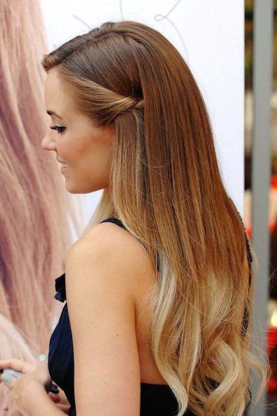Damas De Honor Para Fiesta De 15 Anos Que Deben Llevar Las Damas De 15 Anos De Que Son Peinados Con Cabello Suelto Peinados Poco Cabello Peinados Pelo Largo