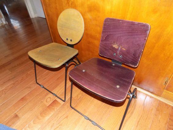 Milieu du siècle moderne Childs chaises par sistersvintageattic