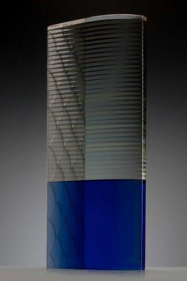 Black Fly, 2014, verlijmd en geslepen glas met emailleverf, 56x22,5x8cm (Wesley Rasko)