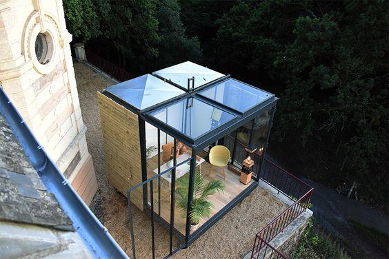 o. Un designer e architetto d'interni francese ha inventato un cubo di 9 metri quadri, adattabile a contesti, stagioni e usi differenti.