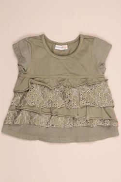 Girls fashion t-shirt with asymmetrical lace frills, finished with a Naartjie Kids SA label. 100% cotton excluding trims.