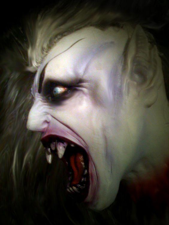 Vampiros: los Moradores de las Tinieblas C9357094797f0799c3a9a3f87abc80da