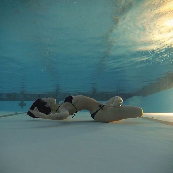 lesportblabel:  Yoga under the water
