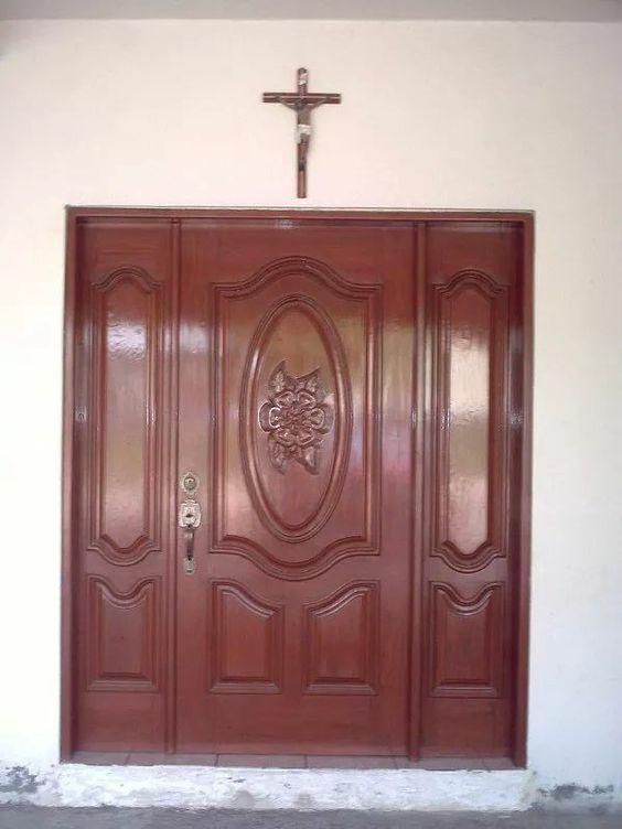 Puerta de madera principal con tablero labrado my for Puerta principal de madera