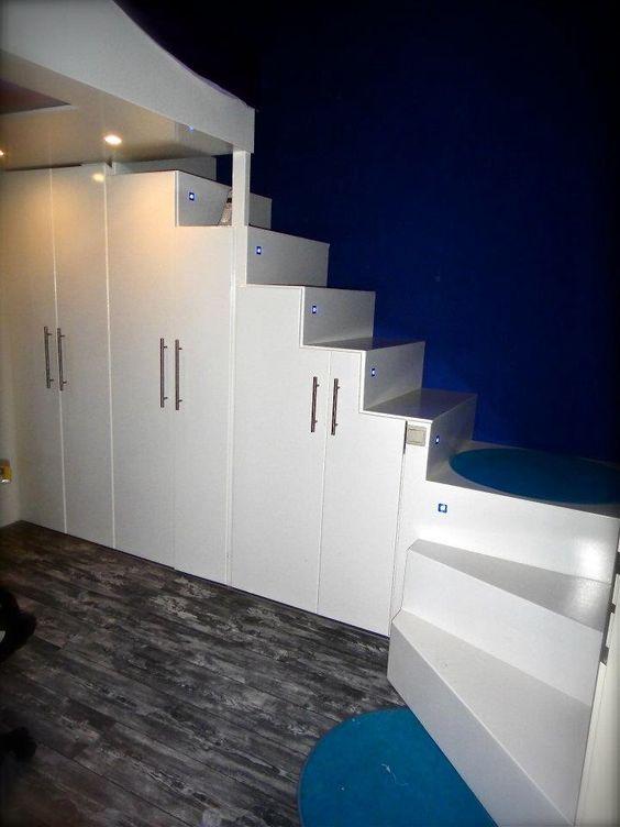 Loft bed onze zelfgemaakte trap kast voor vliering hoogslaper trap pinterest loft loft - Nachtkastje voor loftbed ...