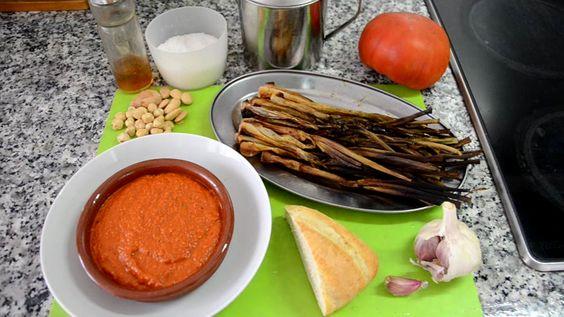 Cebollitas asadas con salsa Romescu. #LasRecetasdelHortelano #Receta #Romescu #Calçot