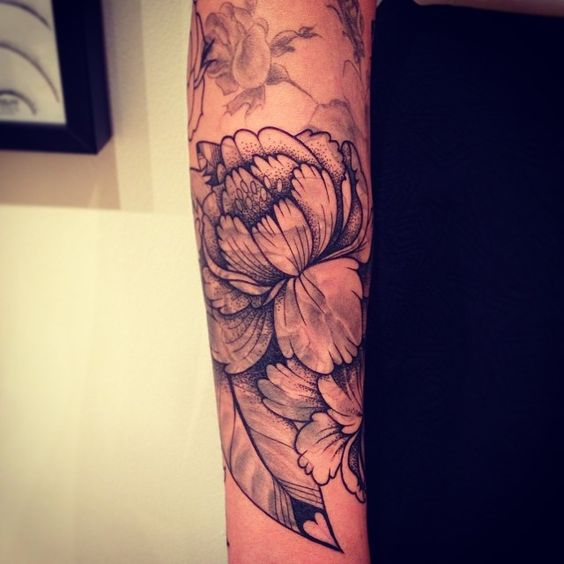 tatouage graphique de fleur plumes fleur et tatouages. Black Bedroom Furniture Sets. Home Design Ideas