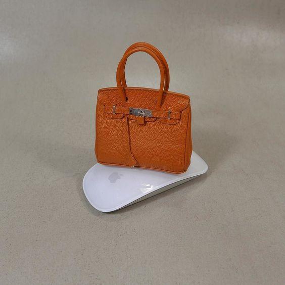 미니어쳐 버킨  (miniature birkin) #가죽공예 #미니어쳐 #버킨백 #버킨 #크리스페 #고트스킨 #birkin #miniature #bag #leathercraft #relma #crisper #goatskin #orange #lincable #handmade #apple #mouse by uptoboy