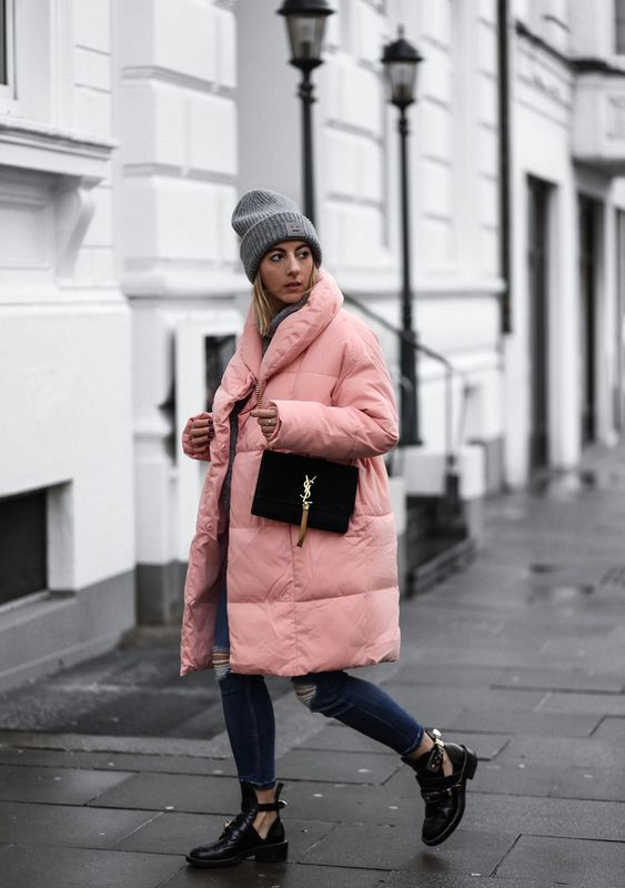 ENG: My preference for rose colored pieces of clothing has reached a new dimension with this dreamful quilted coat. As…