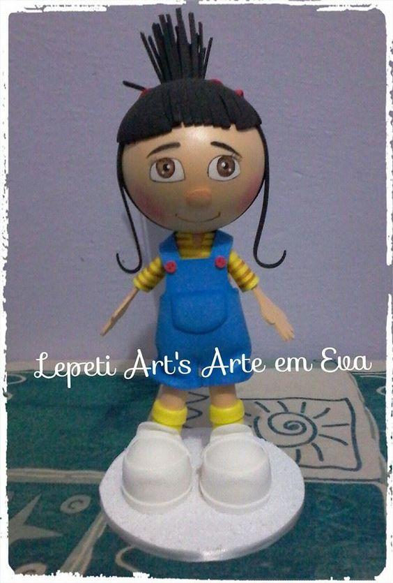 Boneco personagem em Eva e isopor