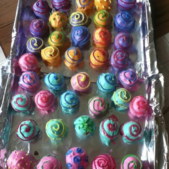 Fun cake pops!!