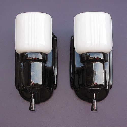 Typical Accent Lighting Pieces In Vintage Bathrooms And Kitchens To Match The Black Accent Tiles