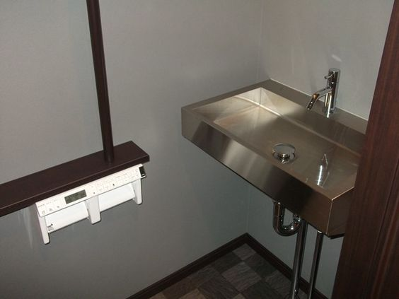 お洒落なトイレ手洗い器。