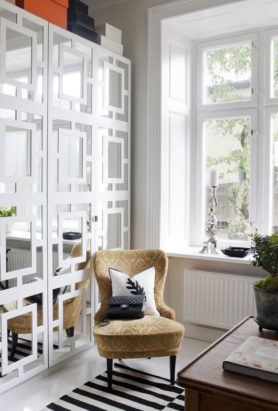 Garderoberna med spegeldörr är Ikeas PS, med påklistrade paneler från myovelays.com.   Wardrobe doors! But in a different colour...