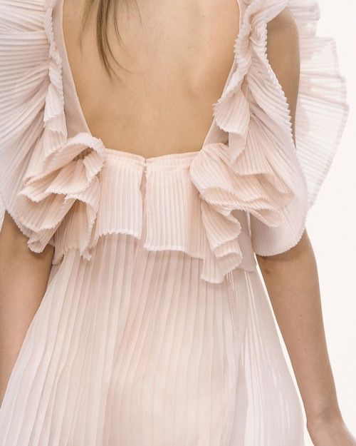 Chloe Spring 2013 Details I MUST MAKE RUFFLES ON MY NEXT DRESS LIKE THIS !!!!