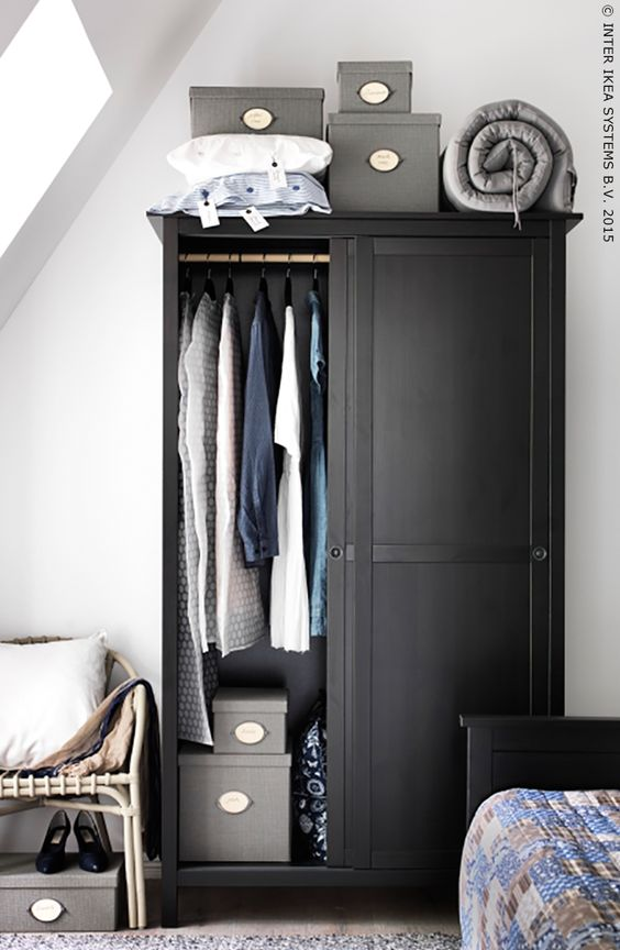 hemnes garderobekast 2 schuifdeuren zwartbruin grey dark and closet. Black Bedroom Furniture Sets. Home Design Ideas