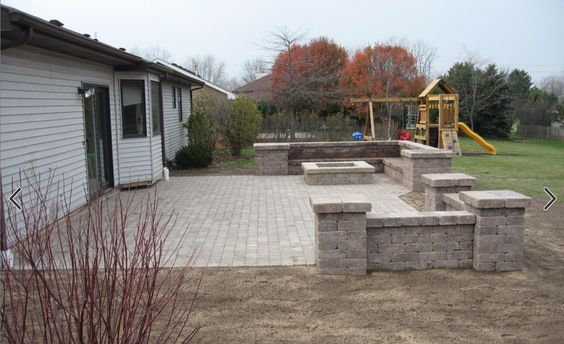 square block wall with end posts.  Note seating is only 3.5 blocks high