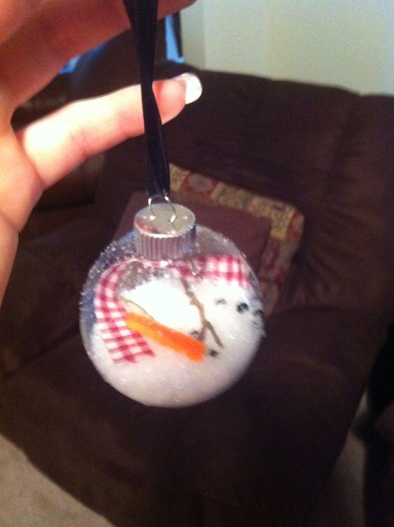 Melted snowmen my friend Andrea and I made!!!! Fake snow, orange pipe cleaners, black beads, twigs  and long strips of red fabric! I think it will make a really fun and cute Christmas gift!!!!!