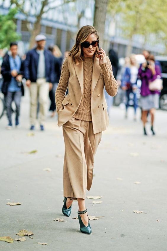 """A nova-iorquina, de 31 anos, desfilou nas ruas de Paris o seu 1,68 m de elegância. Olivia Palermo escolheu, como é habitual,""""looks"""" que são tendência nesta estação e deu, mais uma vez, uma lição de estilo"""